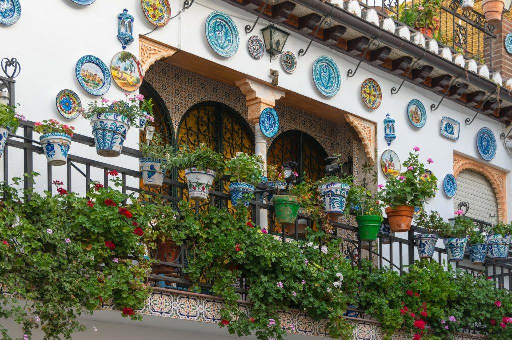 Balkongestaltung - Kleiner Balkon und Pflanzen auf meine-beitraege.de